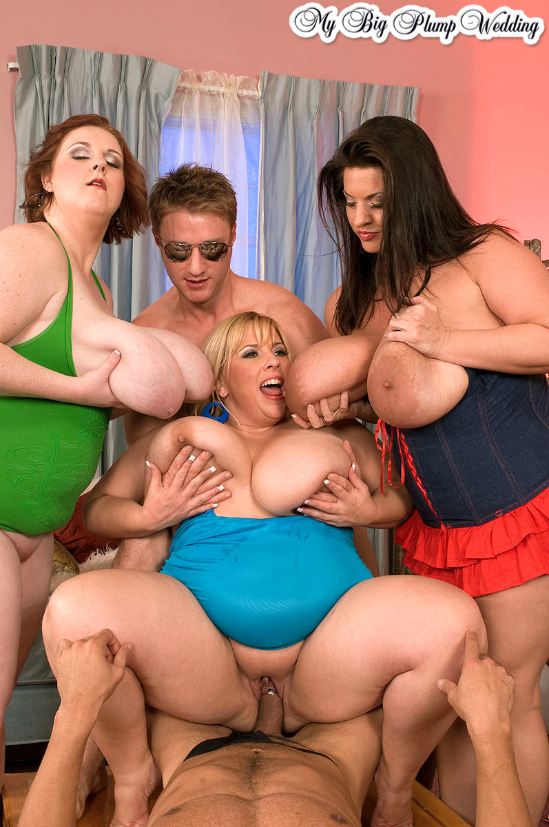 Групповое порно красивых толстушек